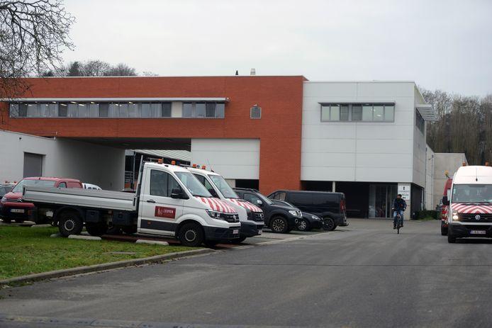 De gebouwen van de dienst Gebouwen, Wegen en Logistiek van de stad Leuven langs de Vaart.