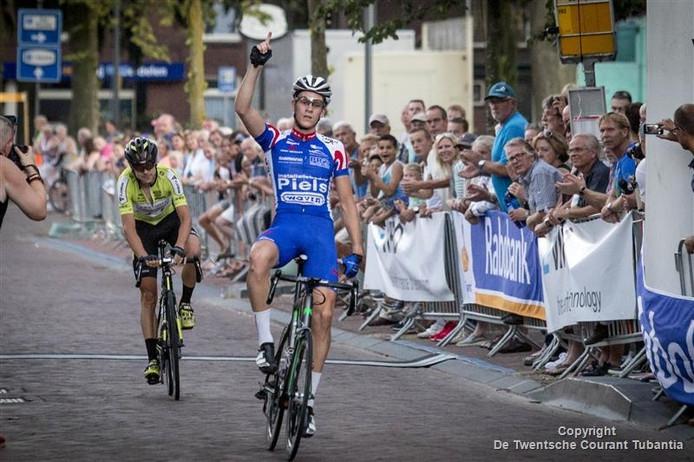 Twan Brusselman wint de Ronde van Borne.