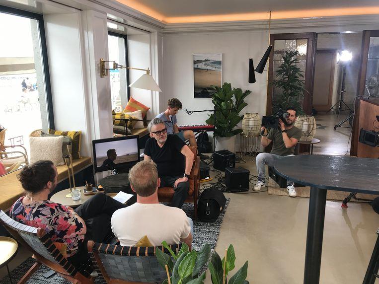 De opnames van Hotel Marcel in bar Et Alors zijn volop bezig.