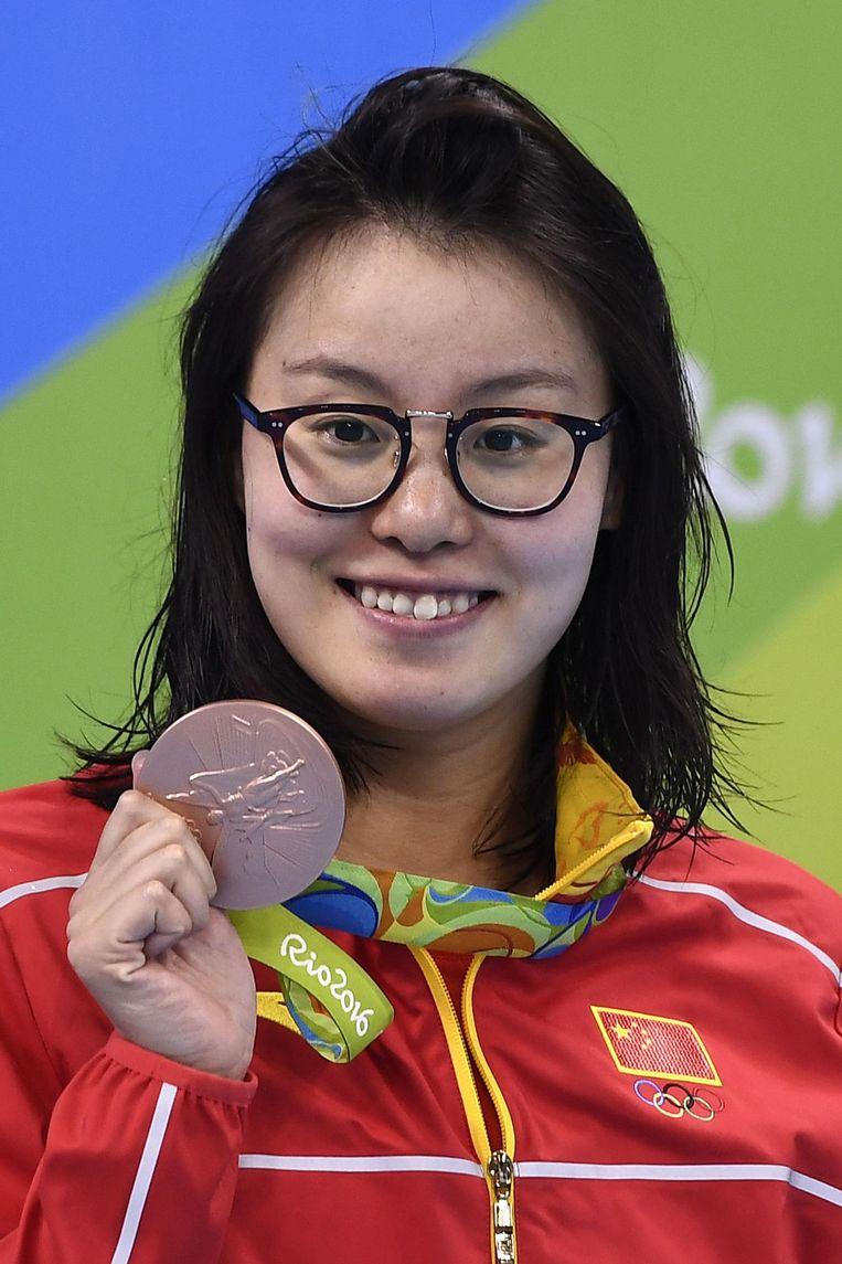 Zwemster Fu Yuanhui met haar bronzen medaille Beeld afp