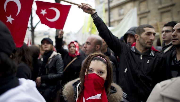 Protest in Turkije tegen de omstreden Franse genocidewet. Beeld afp