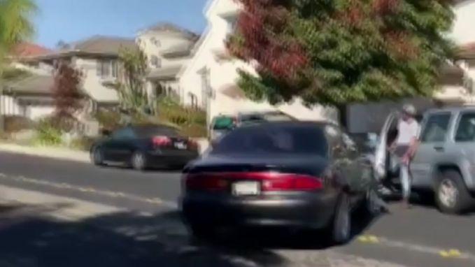 Verkeersruzie loopt uit de hand: bestuurder rijdt man aan