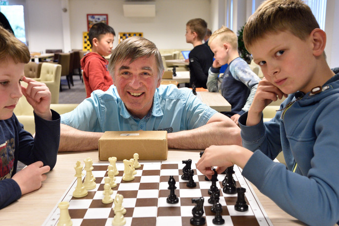 Peter Scheeren is bij Messemaker 1847 jeugdtrainer, speler en bestuurslid.