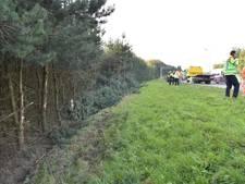 Bestelbusje gecrasht langs A16 bij Galder