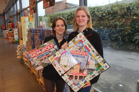 Yentl Fraipont en Caressa Vos van AD Terlinden met de Monopoly-spelletjes.