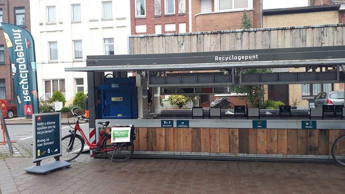 Het mini-recyclagepark reist van wijk naar wijk.