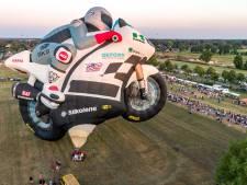 Grootste ballon ter wereld blijft aan de grond in Staphorst