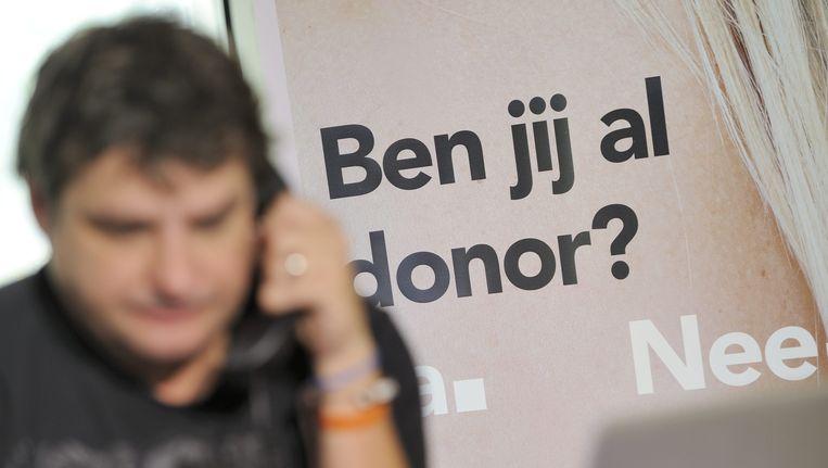 Acteur Frank Lammers werft telefonisch orgaandonoren. Bij actieve donorregistratie moet je juist actie ondernemen als je geen donor wilt zijn. Beeld anp
