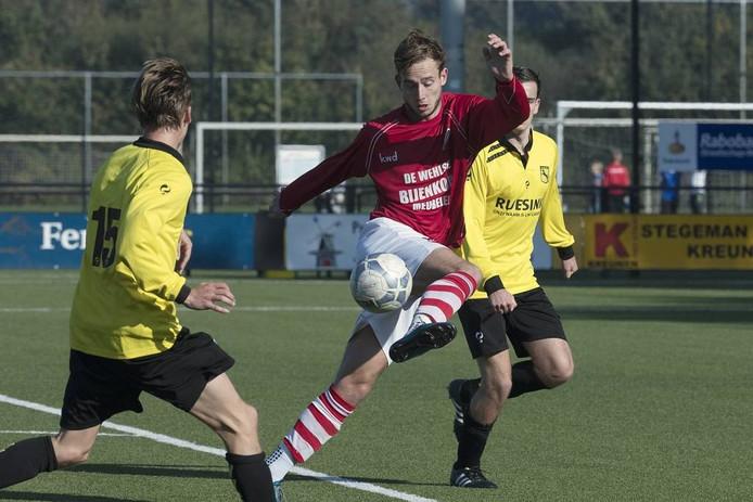 Concordia-speler Joost Rasing in actie in het bekerduel tegen Ruurlo. Foto: Jan van den Brink