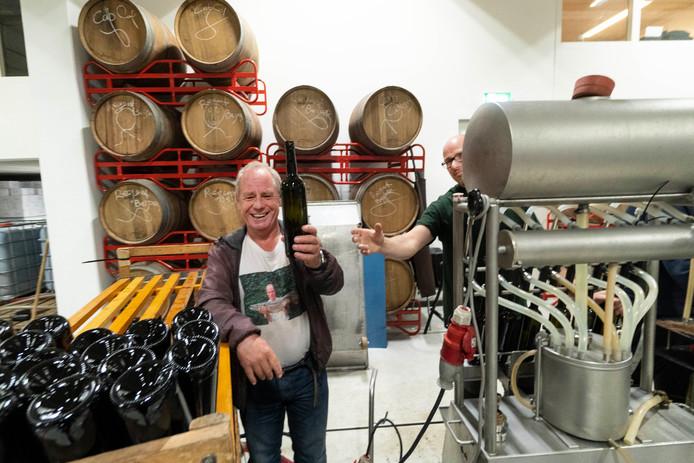 De wijn wordt momenteel gebotteld in het Wijnbouwcentrum in Groesbeek.