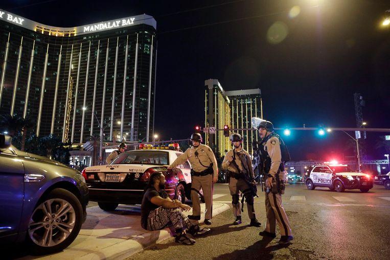 Agenten ter plaatse op de avond van de schietpartij.