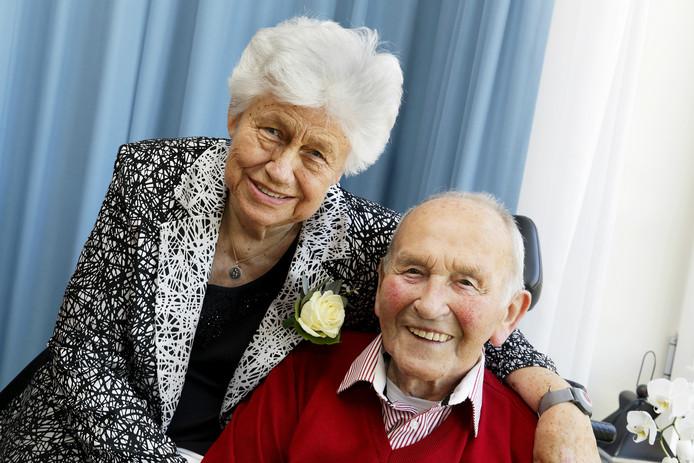 Afgelopen zondag waren Gijs van Doorn (93) en Riek van Doorn-den Teuling (87) precies 65 jaar getrouwd.