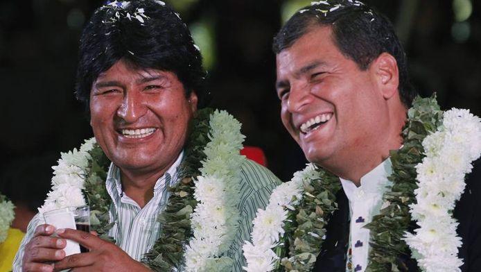 De president van Bolivia, Evo Morales (l), met de president van Equador, Rafael Correa.
