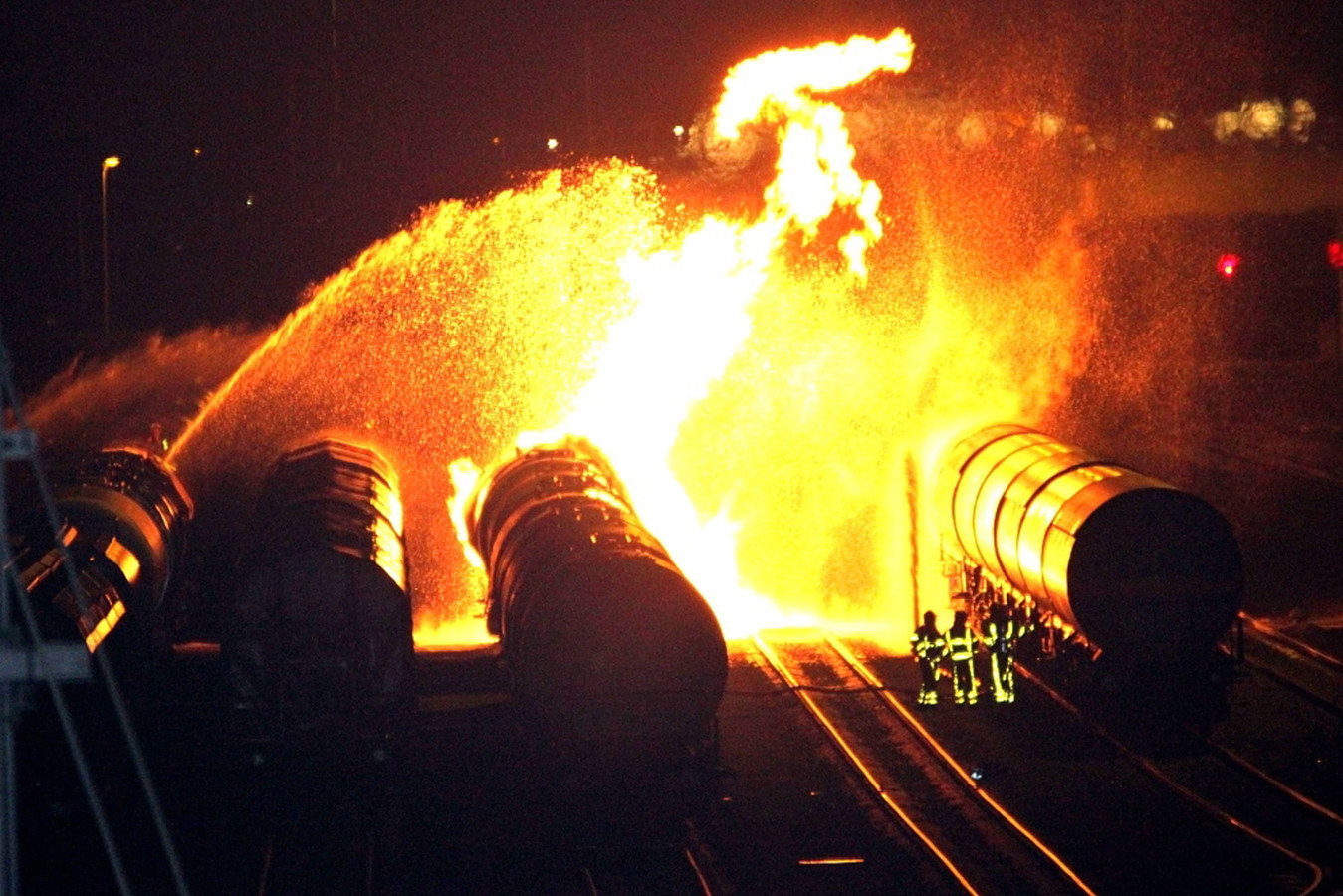 Als het fout gaat op Kijfhoek, kan het goed fout gaan. In 2011 had de brandweer een nacht lang werk aan een brand in een tankwagon met ethanol.