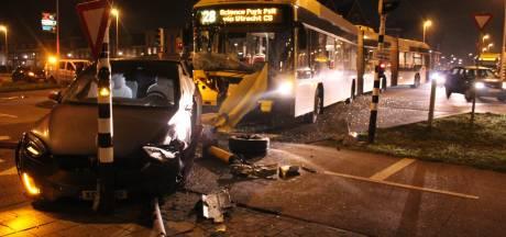 Ravage in Vleuterweide bij botsing tussen stadsbus en auto