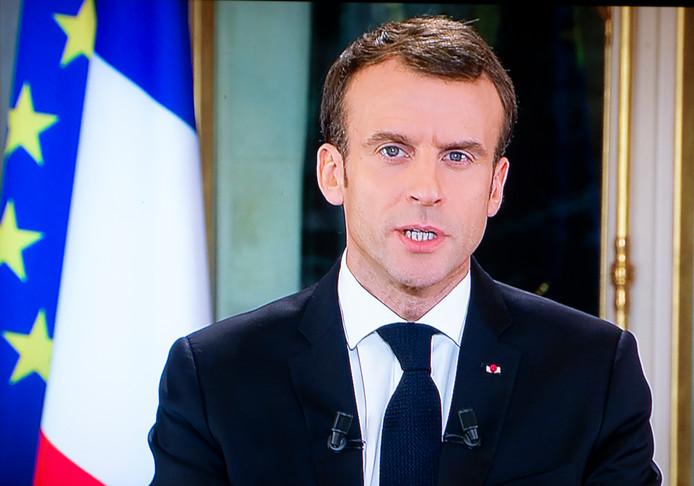 President Macron sprak op 10 december op de Franse televisie over de gele hesjes en kwam de actievoerders daarbij tegemoet.