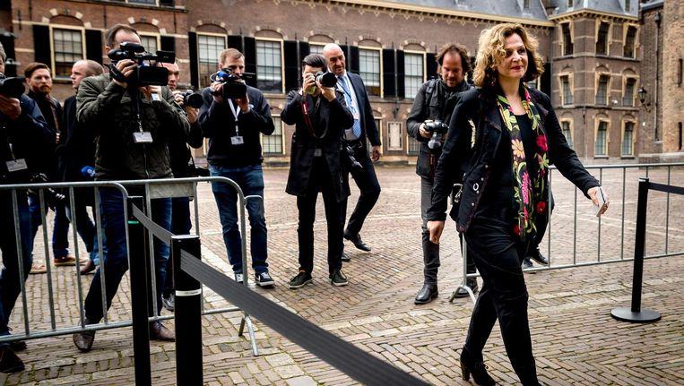 Edith Schippers arriveert op het Binnenhof voor aanvang van haar eerste gesprekken als informateur. Beeld anp
