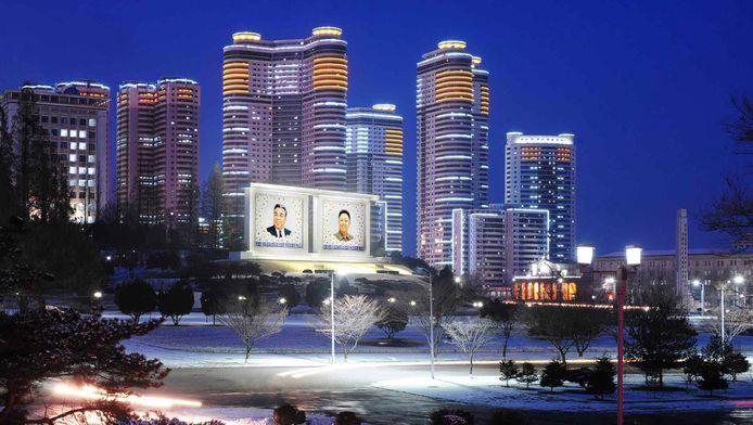 Het met sneeuw bedekte centrum van PyongYang, de hoofdstad van Noord-Korea.