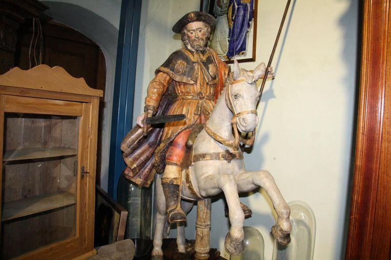 Het pronkstuk van de zaak is een 16de-eeuwse ruiter op een paard. Kostprijs: 14.000 euro.