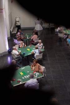 Gel op tafel en verplichte looproute: Leden bridgeclub Doesburg alert