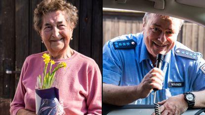 Duitse agenten zingen verjaardagslied voor 90-jarige vrouw