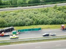 A32 bij Meppel afgesloten vanwege gekantelde vrachtwagen