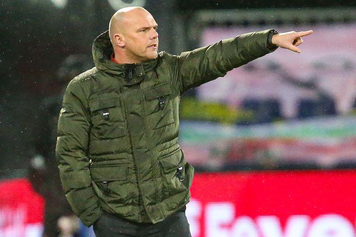 Heerenveen-trainer Johnny Jansen heeft positief getest op corona.