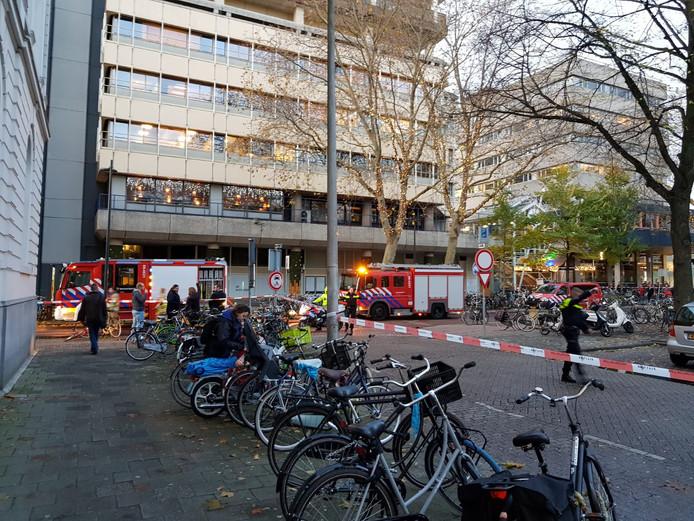 De brandweer rukte vanmiddag uit voor een brandje in een open haard aan het Moreelsepark in Utrecht