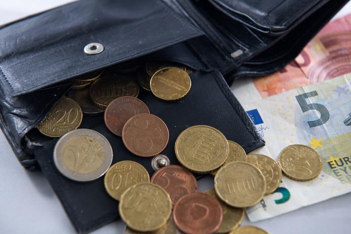 online en betaald Een portemonnee met geld