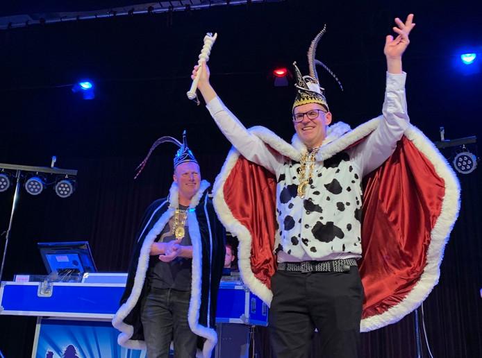 Tijdens het Prinsenbal in Knegsel werd de prins bekendgemaakt én was er volop humor in het programma van De Blaarkoppen.