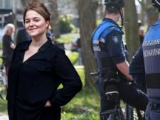Utrechtse vrouw (20) mishandelt en beledigt boa's en agenten keer op keer: 'Leugenachtige flikkers'