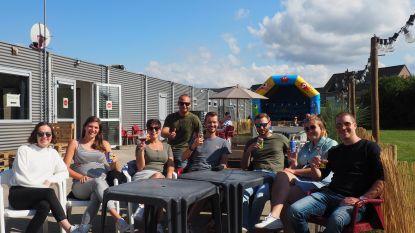 """FC Blaasveld zet zomerterras voor jong en oud: """"Voor gezinsuitstapjes is er niet veel"""""""
