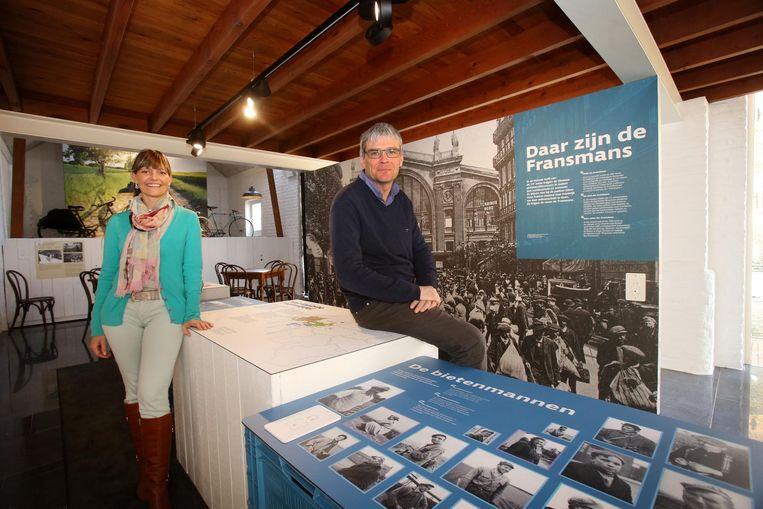 Schepen Jessy Salenbien en burgemeester Patrick Lansens in het museum.