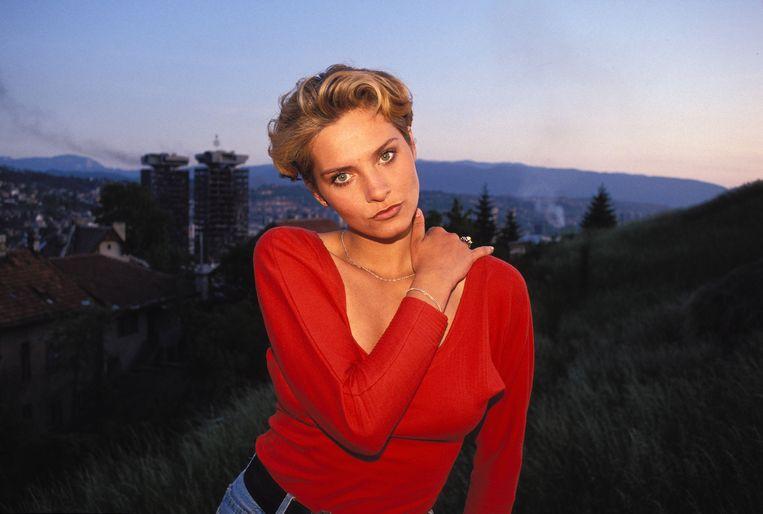 De jonge Inela, vlak na haar verkiezing tot Miss Sarajevo in 1993. Beeld Andrew Reid / HH