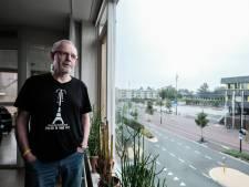 Theo juicht vanuit zijn woonkamer voor De Graafschap: 'Ik hoop dat ze er volgend jaar weer staan, om promotie te vieren'