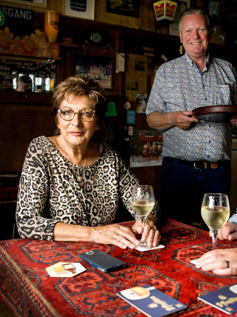 Marie Louise Claessens (74) is stamgast van café De Vriendschap in Terneuzen. Beeld Eva Roefs