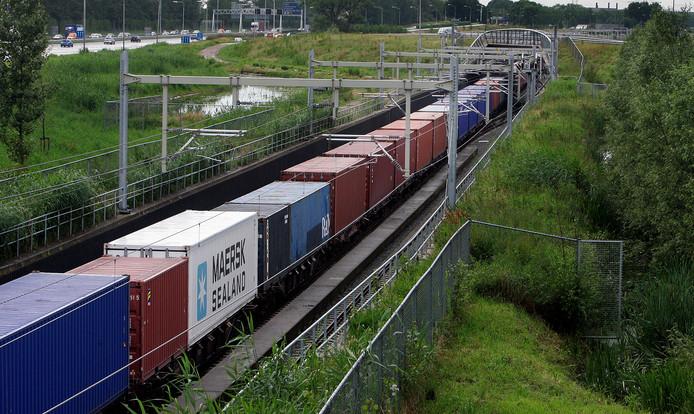 De eerste trein met goederen reed in 2007 over de Betuweroute.