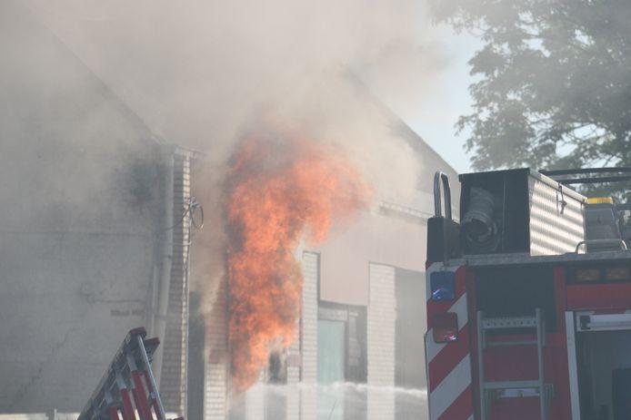 Ook de woning brandde volledig uit.