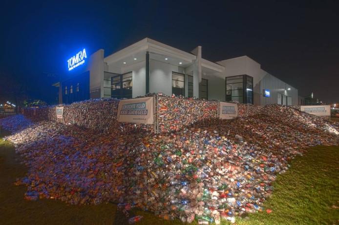 Tomra is voorstander met uitbreiding van het statiegeld op kleine flesjes en blikjes. Bij twee acties werden al eens honderdduizenden stuks ingezameld.