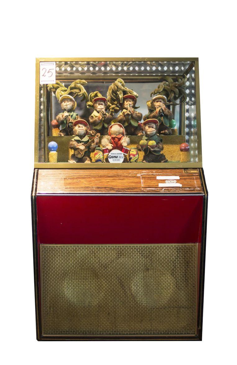 De 'Bimbobox' was in de jaren vijftig en zestig een geliefde kinderattractie in de V&D. Vanwege het faillissement wordt de V&D-inboedel online geveild. Op de box is tot nu toe 1500 euro geboden. Beeld Eva Plevier