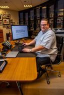 Stijn Koster achter zijn bureau bij i3D.net. ,,Alles blijft hetzelfde, ook voor de medewerkers. Alleen de groei in het buitenland zal nu een stuk sneller gaan dan we hadden verwacht.''