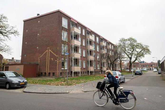 Bewoners van een appartementencomplex op het turkooishof waar agressieve en grofgebekte man voor overlast zorgt.