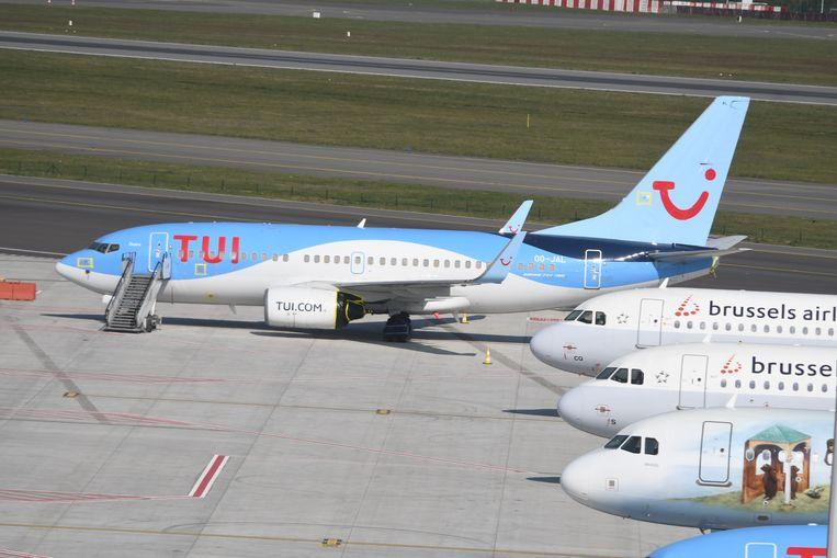 Een Boeing 737 van TUI, 'werkloos' op de luchthaven van Zaventem.