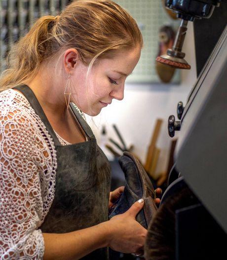 Traditie doorbreken: in Druten een vrouw als schoenmaker