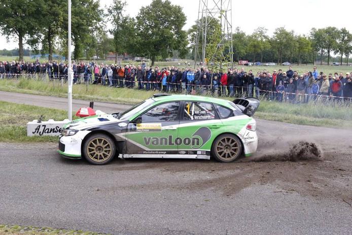 Rallycoureur Erik van Loon tijdens eerdere editie van de ELE Rally in een Subaru Impreza WRC S14.