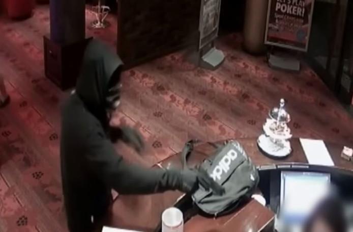 De man richtte zijn wapen op een van de medewerkers van Jack's Casino in Zwolle.