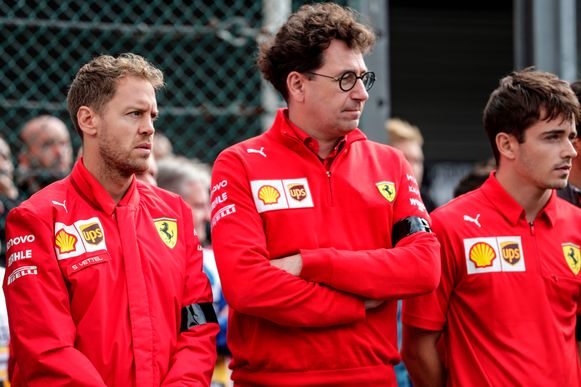 Gespannen sfeer bij Ferrari: Vettel (l), teambaas Binotto en Leclerc.