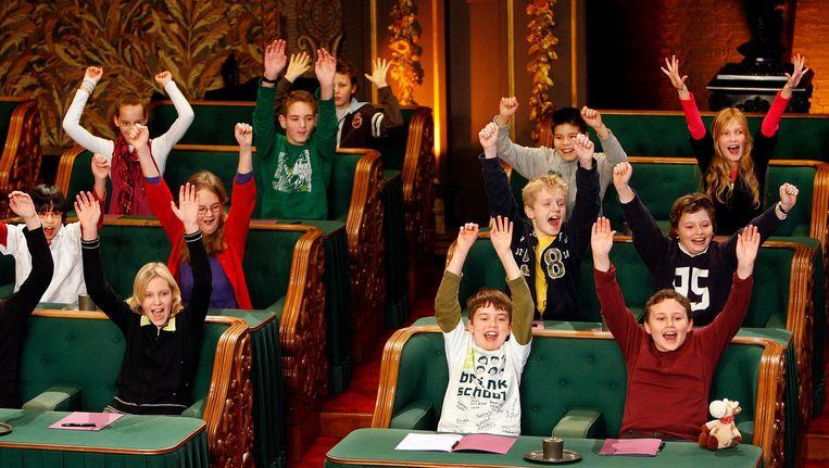Kinderen hebben het naar hun zin in de Eerste Kamer tijdens de opnames van het Groot Kinderdictee der Nederlandse Taal. Beeld anp