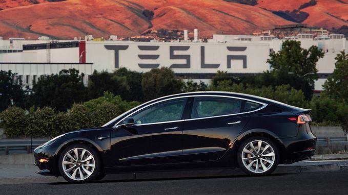 Tesla haalt 1,8 miljard op voor Model 3