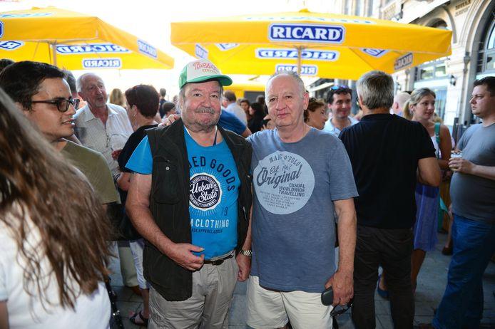 Big Bill en zijn bassist Jean Vandooren, donderdagavond tijdens de heropening van café Sport. Dit beeld werd kort voor zijn appelflauwte gemaakt.